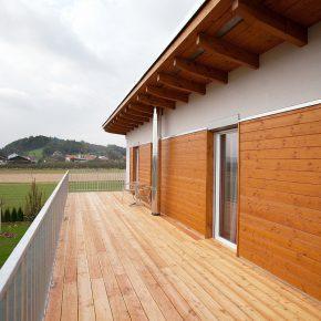 terrassenbel ge aus holz terrassendiele l rche pichler holzbau pichler holzbau. Black Bedroom Furniture Sets. Home Design Ideas